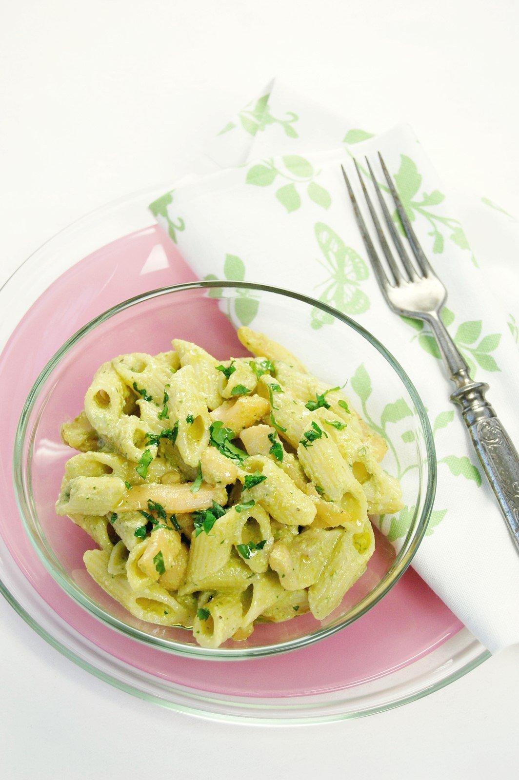 Tollhegy tészta diós zöldborsópürével és tintahallal 3
